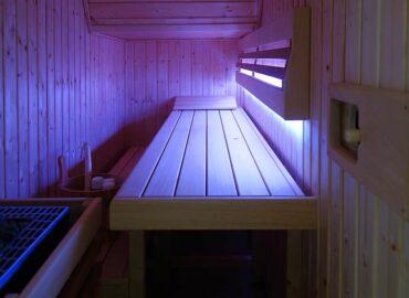 Proč uvažovat o vestavěné sauně a 4 příklady stavby atypické sauny na míru