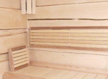 Zahradní saunový domek s obložením z lipových fošen a solnými cihličkami