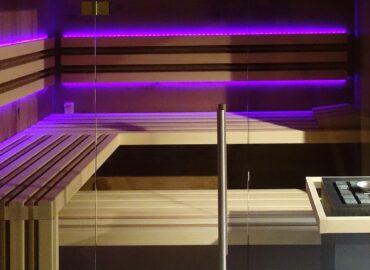 Prosklená luxusní sauna Edge s hvězdným nebem na stropě
