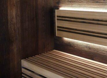 Vestavěná sauna Edge z toho nejtmavšího dřeva, jaké jste kdy viděli