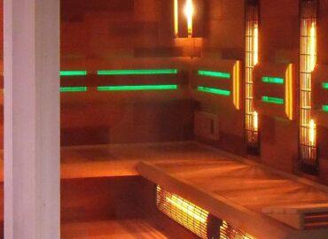 3 sauny v jedné: infrasauna, bio sauna a finská sauna. Kombinovaná sauna Modern.
