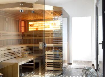 Splněný sen – prosklená sauna Native s odpočívárnou ve wellness domku