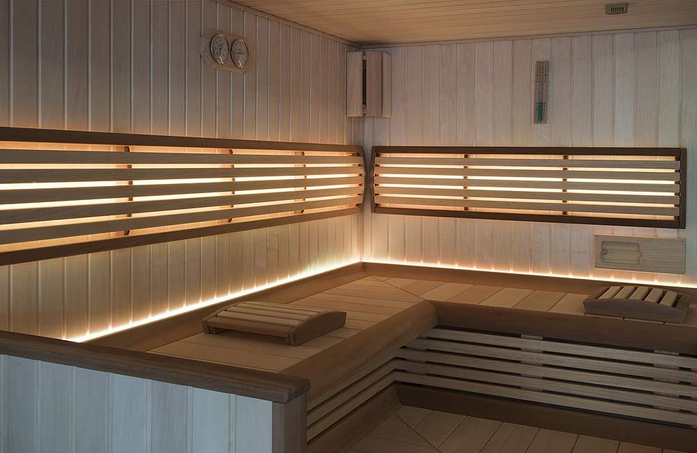 Luxusní domácí sauna s podsvícenými opěrkami a sedátkem