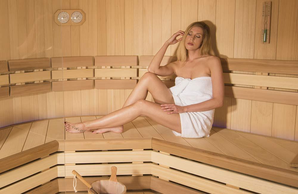 V sauně doporučujeme přítmí, abyste nebyli během relaxace ničím rušeni a užili si saunování na maximum