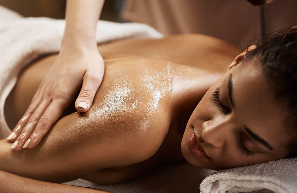 Masáž v sauně dokáže násobit příznivé účinky saunování