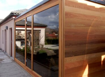 Zahradní sauna Native s prosklenou stěnou a ovládáním v telefonu