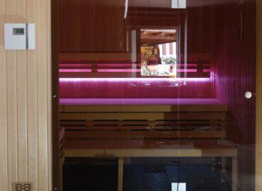 BioSauna Native s bronzovým sklem a barevným osvětlením